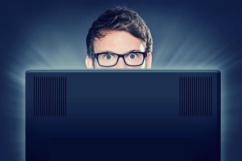 Mann hinterm PC