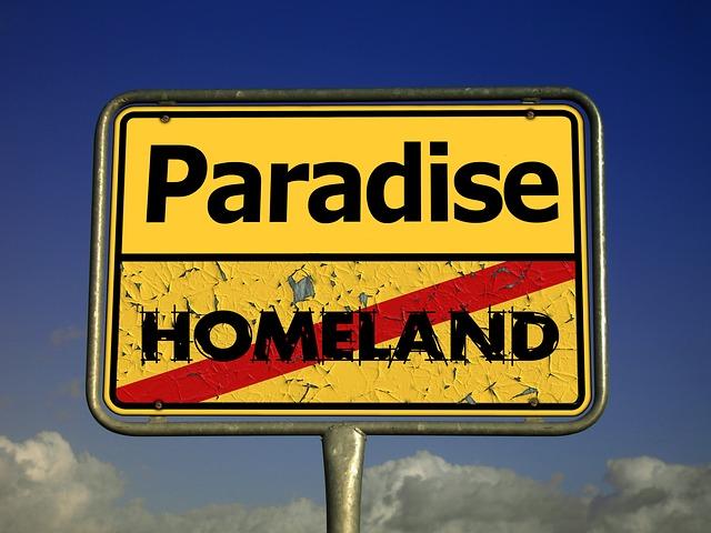 Ortsschild Paradise vs. Homeland